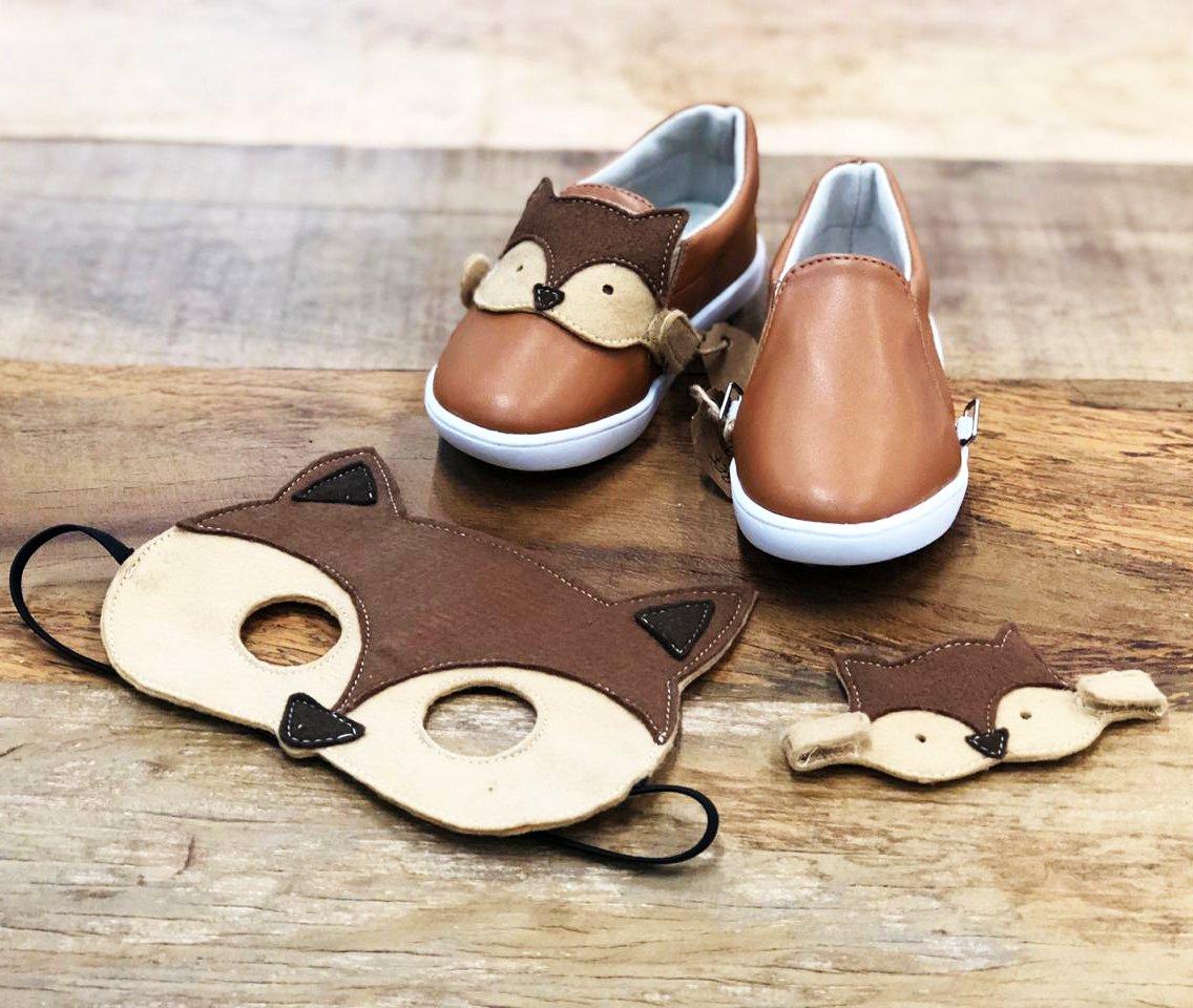 Para brincar e refletir: máscaras divertidas acompanham sapatos ecológicos