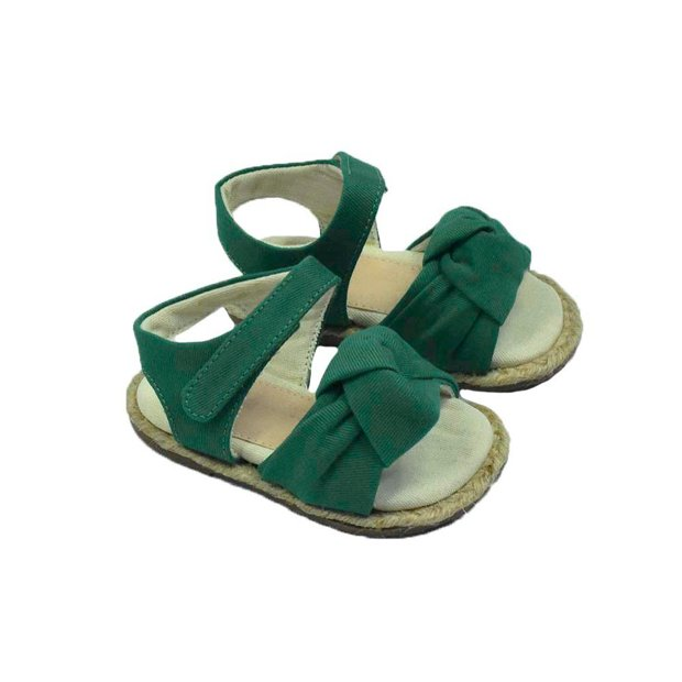 Sandália com nó